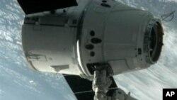 飛龍號脫離太空站在返回地球途中
