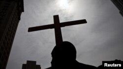 En EE.UU. a nivel comunitario muchas iglesias realizan viacrucis y procesiones en Viernes Santo.