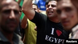 Protesters take part in a demonstration at Tahrir Square in Cairo June 15, 2012.
