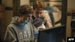 """Glumac Džesi Ajsenberg, koji tumači Marka Cukerberga u filmu """"Društvena mreža"""""""