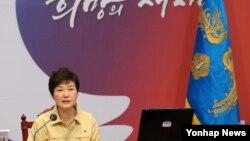 박근혜 한국 대통령이 17일 청와대에서 열린 을지국무회의에서 모두발언을 하고 있다.