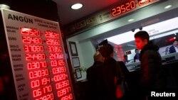 دفتر مبادله ارز در استانبول – ۲۵ آذر (۱۶ دسامبر)
