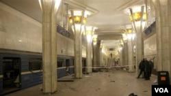 La estación de metro Oktyabrskaya en Minsk, continúa cerrada mientras siguen las investigaciones del atentado.