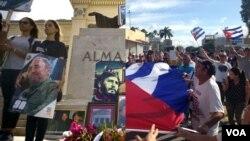 Gradjani Kube odaju poštu svom preminulom dugogodišnjem lideru Fidelu Kastru