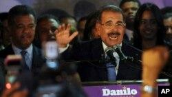 El presidente de República Dominicana, Danilo Medina, escuchó la historia de jóvenes de padres haitianos, pero nacidos en su país, discriminados por sus orígenes.
