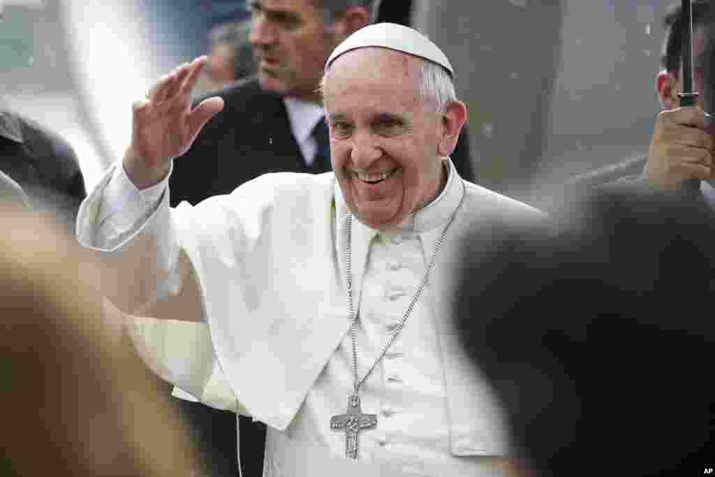 کیتھولک مسیحیوں کے روحانی پیشوا پوپ فرانسس جنوبی امریکہ کے ملکوں کا دورے کے آخری مرحلے میں پیراگوئے پہنچے ہیں۔