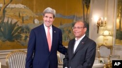 Le secrétaire d'Etat Kerry et le président tunisien Moncef Marzouki au palais présidentiel de Carthage
