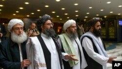 امریکہ کے نمائندہ خصوصی برائے افغان مفاہمت سے ملاقات میں طالبان کے دیگر اعلیٰ عہدیدار ملا محمد فاضل، ملا خیر اللہ خیر خواہ اور مولوی امیر خان متقی بھی میں موجود تھے (فائل فوٹو)