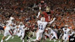 Florida State's Kelvin Benjamin catches the game-winning touchdown pass during the second half of the NCAA BCS National Championship college football game against Auburn, Jan. 6, 2014.
