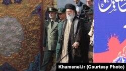 آرشیف: آیت الله علی خامنه ای، رهبری ایران، همواره مخالف برنامۀ هسته ای با قدرت های جهان بوده و حتی تهدید کرده است که این توافق را آتش خواهد زد