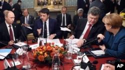Слева направо: Владимир Путин, Маттео Ренци, Петр Порошенко и Ангела Меркель. Милан, Италия, 17 октября 2014.