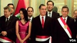 El presidente Ollanta Humala juramento a once ministros nuevos y ratificó a ocho.