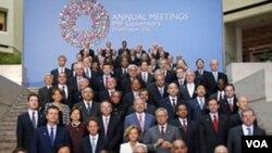 Menteri-menteri keuangan dari negara-negara peserta berfoto bersama pada Pertemuan Tahunan IMF-Bank Dunia di Washington.