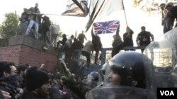 También la Unión Europea denunció el ataque contra la embajada de Gran Bretaña en Teherán.