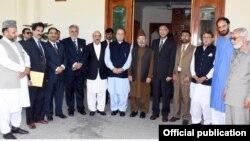وزیر اعظم نواز شریف کشمیری رہنماؤں کے ساتھ