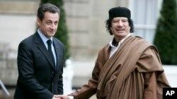 Николя Саркози и Муаммар Каддафи