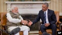 Barack Obama dijo a los medios que discutió con el primer ministro indio sobre la financiación de un plan del gobierno indio para expandir la producción de energía solar.