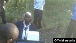 O líder da Renamo, Afonso Dhlakama, recenseou-se na Gorongosa a 8 de Maio, 2014, para as eleições gerais de Outubro deste ano