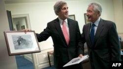 Джон Керри и Чак Хейгел (архивное фото)