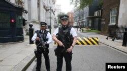 Cảnh sát Anh trên đường phố trung tâm London.