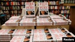 迈克尔·沃尔夫的新书《火与怒:川普白宫内幕》在纽约一家书店销售。(2018年1月5日)