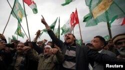 巴基斯坦各反对党派的支持者在集会上呼喊口号要求给予选举委员会更大权力