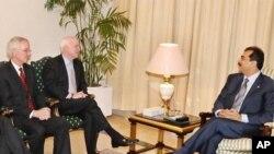 صدراعظم پاکستان حین دیدار با جان مکین