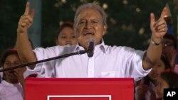 Salvador Sánchez Cerén habla durante un mitin en San Salvador.