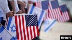 19일 이스라엘 예루살렘에서 바락 오바마 미국 대통령의 방문을 앞둔 가운데, 환영행사 리허설에 참석한 학생들이 양국 국기를 들고 있다.