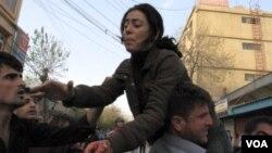 Demonstran di Sulaimaniyah turun ke jalan, Minggu (17/4).