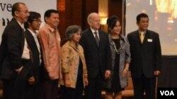 Para pembicara seminar Pendidikan Internasional yang diadakan IIE di Hotel JW Marriot, Selasa pagi (14/2) di Jakarta.