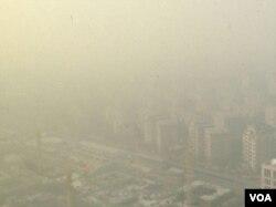 2016年12月31日,北京南郊大兴霾情严重。(美国之音新闻图片)