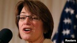 Thượng nghị sĩ Amy Klobuchar của bang Minnesota.