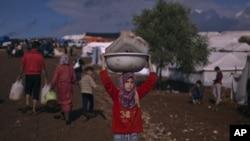 Suriyadan aholi qochishda davom etmoqda, Atma qishlog'i, 10-noyabr, 2012-yil.