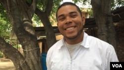 Diosmel López, venezolano, cruza diariamente del Táchira para Colombia y es voluntario en la Casa de Paso Divina Providencia de la arquidiócesis de Cúcuta. [Foto: Celia Mendoza, VOA].