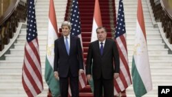 U.S. Secretary of State John Kerry poses with Tajik President Emomali Rahmon upon arriving for a meeting at the Palace of Nations in Dushanbe, Tajikistan, Nov. 3, 2015.