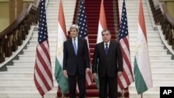 ABŞ Dövlət katibi Con Kerri Tacikistan prezidenti İmamoli Raxmonovla görüş zamanı