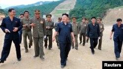 북한 김정은 국방위원회 제1위원장이 강원도의 마식령스키장 건설현장을 방문했다고 조선중앙통신이 18일 보도했다.