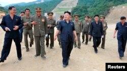 지난 8월 북한 김정은 국방위원회 제1위원장이 강원도의 마식령스키장 건설현장을 방문했다고 조선중앙통신이 보도했다.