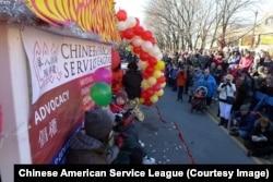 2013年2月,美国芝加哥的华人在中国城庆祝春节。
