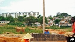 Bairros precários em Angola são demolidos para dar lugar a grandes empreendimentos, sem ter em conta as condições dos residentes desses locais