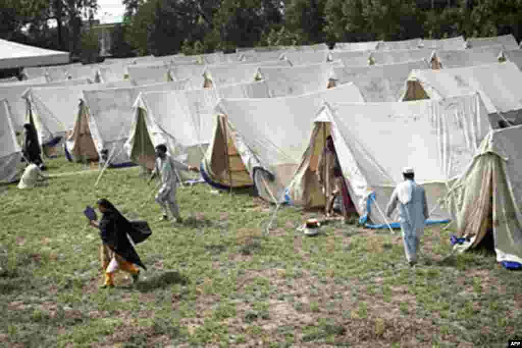 Displaced Pakistanis mill about a tent camp set up by the army inside a college on the outskirts of Nowshera on August 2, 2010. Fears were growing Monday for up to 2.5 million people affected by Pakistan's worst floods in 80 years amid outbreaks of diseas