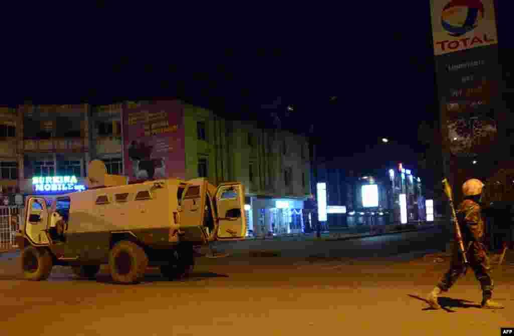 القاعدہ سے جڑی شدت پسند تنظیم اے کیو آئی ایم نے اس حملے کی ذمہ داری قبول کی ہے۔