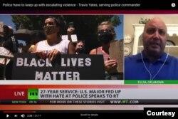 Polis Travis Yates RT'nin Rusya destekli bir operasyon olduğunu kanala çarpıtıldığını söylediği röportajı verdikten sonra öğrendiğini söylüyor