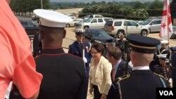 Министр обороны Грузии Тина Хидашели и министр обороны США Эштон Картер (в центре) в Пентагоне. Вашингтон, США. 18 августа 2015 г.