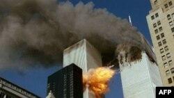 Башни Всемирного торгового центра в момент терактов 11 сентября 2001 года