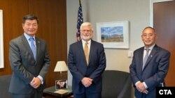 藏人行政中央司政洛桑森格博士在美國國務院與美國西藏事務特別協調員、助理國務卿德斯特羅會面。