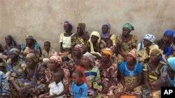 Kina mama na watoto walionusurika shambulizi la Boko Haram katika jimbo la Borno. Jan 31,2013