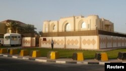 Văn phòng của nhóm Taliban, Afghanistan trong thủ đô Doha của Qatar, được nhóm này cho biết đã đóng cửa để phản đối Qatar cho tháo cờ và gỡ bỏ bảng tên