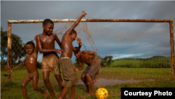 Caio Vilelo's photograph of boys playing soccer.